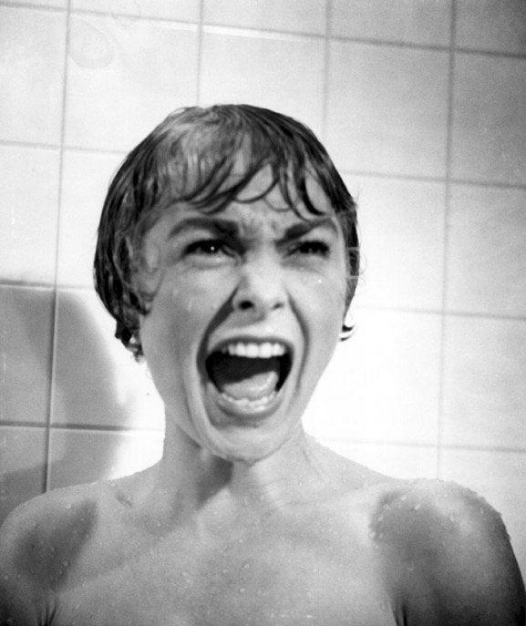 Psicose - o aquecedor desligar no meio do banho